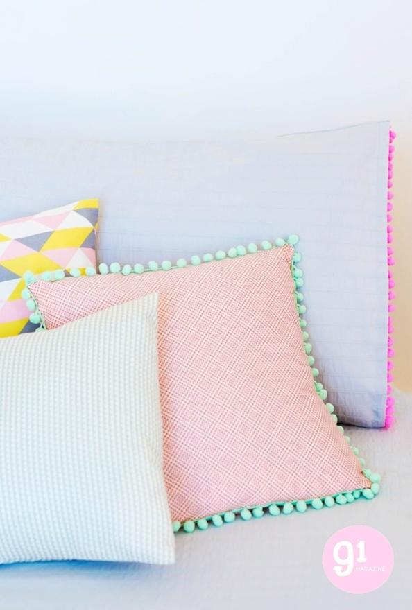 coussins neon pastel charlotte love sur e-shop deco chiara stella home
