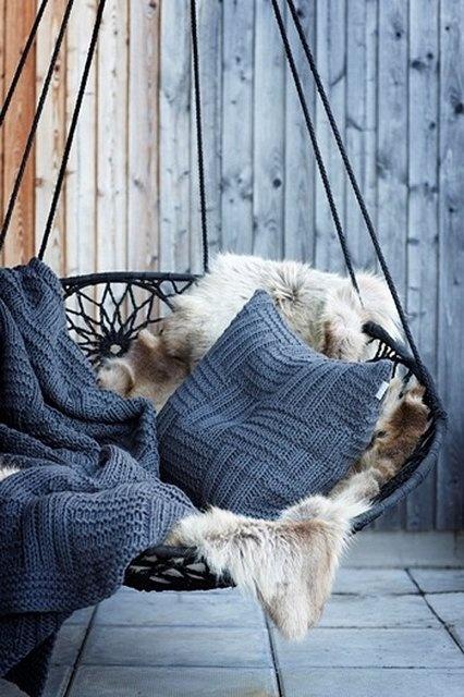 une balancoire d int rieur ou l art de s envoyer en l. Black Bedroom Furniture Sets. Home Design Ideas