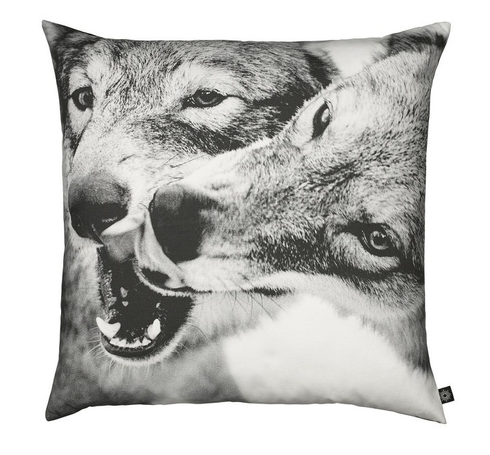 by nord coussin loups playing wolfs scandinave chiara stella home
