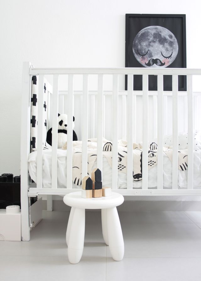 chambre d enfants en noir et blanc pois triangles rayures chiara stella home. Black Bedroom Furniture Sets. Home Design Ideas