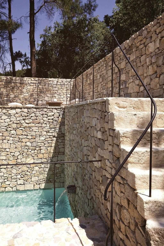 Une bastide en provence chiara stella home - Maison jardin assisted living avignon ...