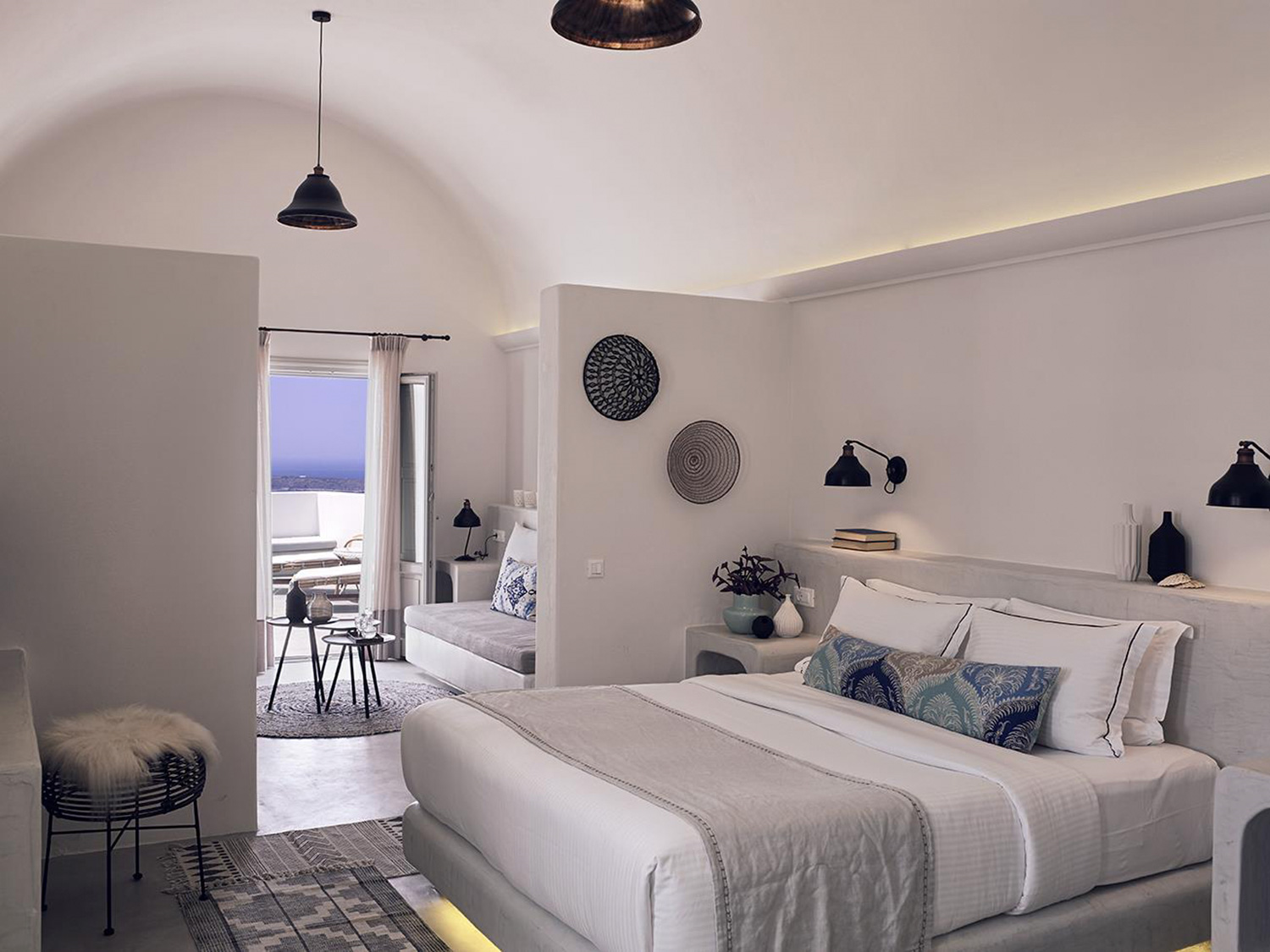Santo maris oia santorin chiara stella home for Small luxury hotel chains