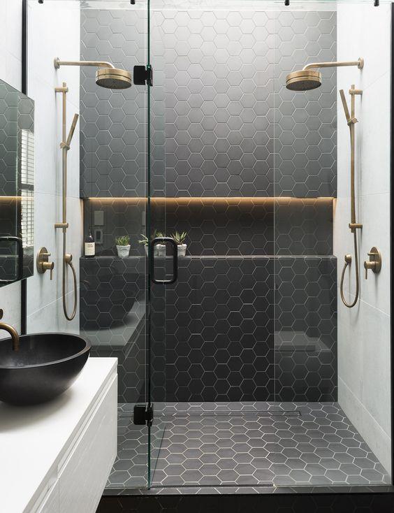 carrelage-salle-de-bains-noir-rond-monochrome-par-chiara-stella-home3