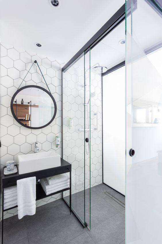 carrelage-salle-de-bains-noir-rond-monochrome-par-chiara-stella-home5