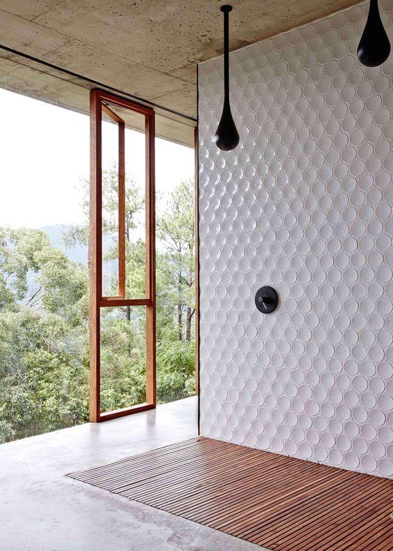 carrelage-salle-de-bains-noir-rond-monochrome-par-chiara-stella-home7